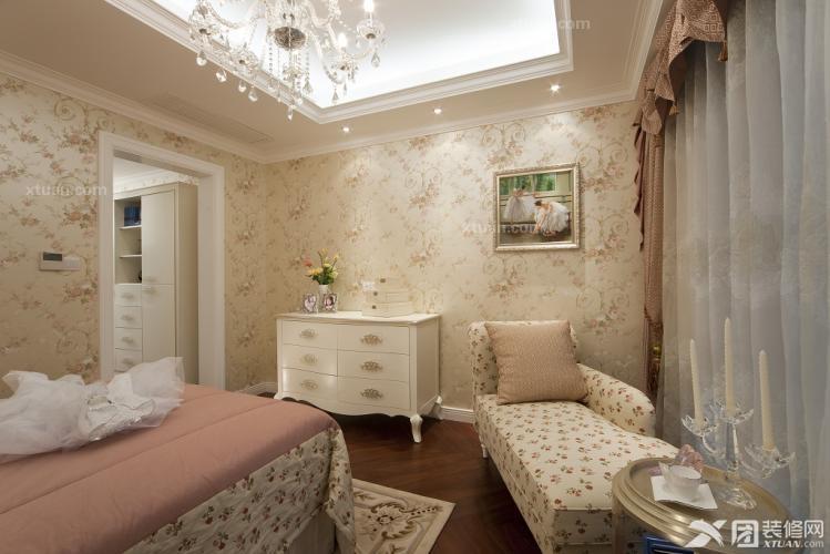 欧式风格,壁纸,窗帘,布艺等颜色整体搭配协调柔和美.