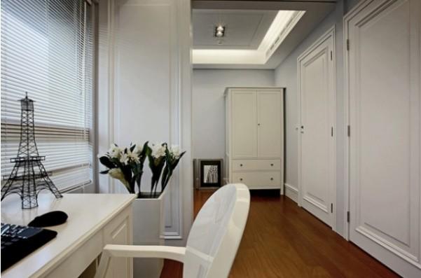 设计理念:本项目面积134平,造价25万,整个室内设计风格采用现代欧式风格,在保留欧式线条和造型的情况下加入现代风格的元素在里面,整个房间色色调搭配很简单和明亮,墙面,顶面,家具都以白色为主色调,地面用木地板。整个房屋看起来显得干净,独特。 隐藏更多