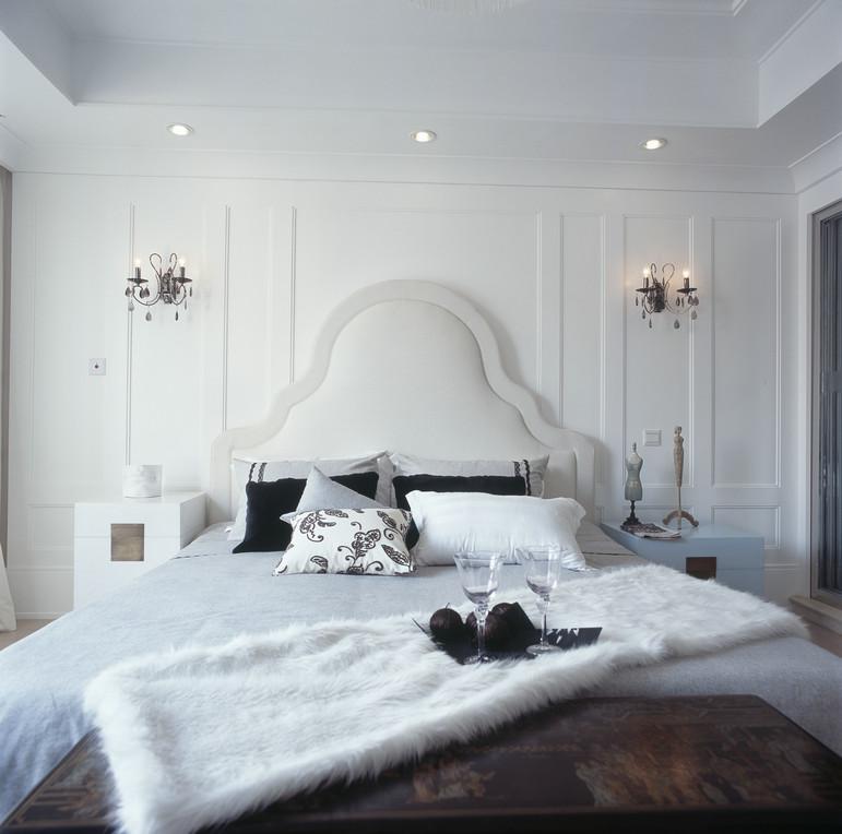 卧室家具定制实木衣柜实木床装修效果图  户型:三居室 房间:卧室 风格