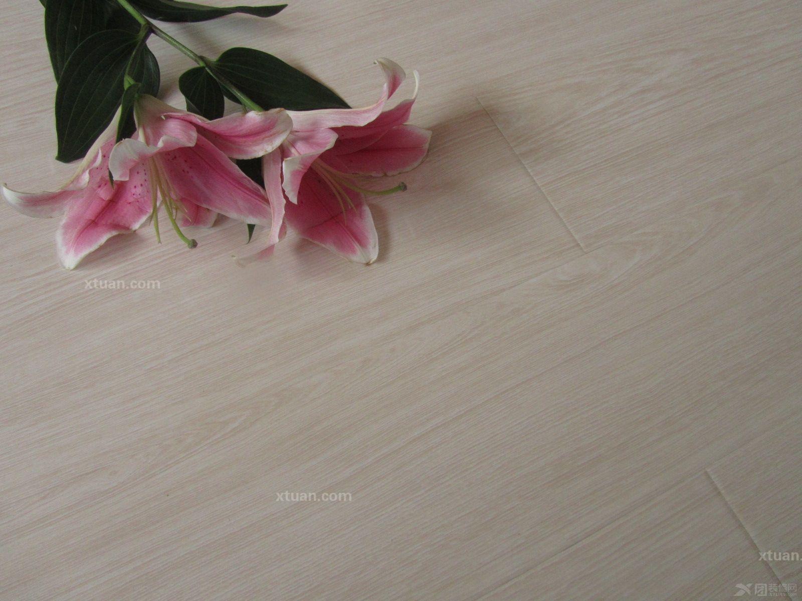 龙叶地板--格浴樱桃木室内铺装装修效果图