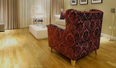 龙叶地板--双拼橡木室内铺装效果图