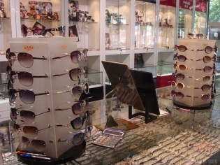 眼镜货台图片