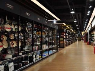 超市餐具用品区