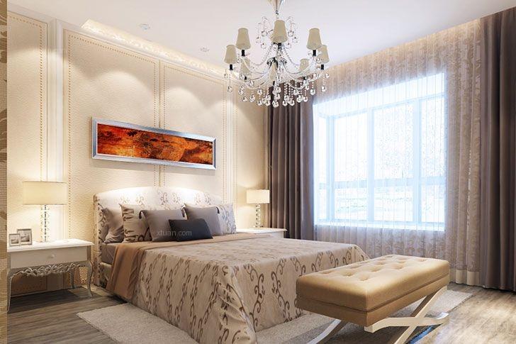 客厅空间和餐厅空间通过顶面造型及地面材质来分割.