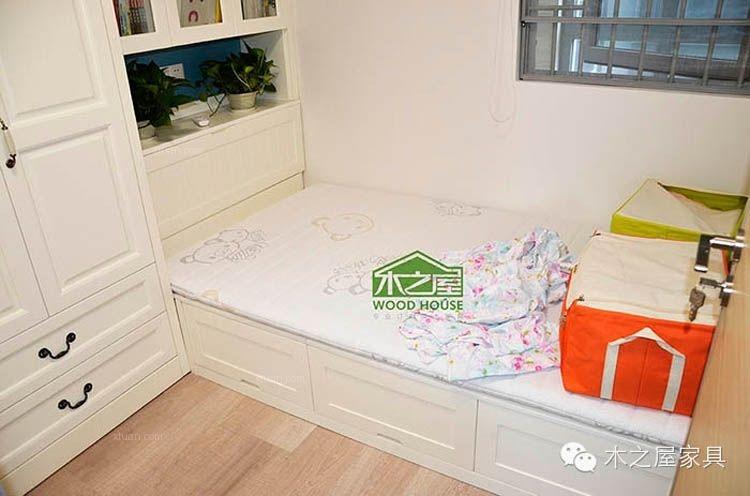 床,作为卧室的大件,选择起来一定要细心。现在不少人崇尚自然,为了将自然气息引进卧室中,选择实木卧室家具是个不错的选择。木之屋【微信号:木之屋家具】实木床将传统木工工艺与现代木工工艺完美结合,更加结实耐用。根据客户家房间的格局量身定制,将每一分空间都合理利用
