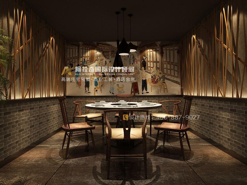 项目名称:梁无名酒店设计设计公司:阿拉奇国际设计顾问设计总监:曾鹏工程面积:500平米设计风格:现代中式设计说明:现代社会日新月异的发展,生活节奏越来越快,人们的生活水平不断提高,随之压力也越来越大。因此,在进行餐厅设计的过程中,设计师希望能够营造一个让消费者心灵得到放松的场所。餐厅装饰设计室内沿用的是现代中式的设计手法,青砖、原木,绿植等元素的出现使得整个空间更具一种抚慰心灵的能力,让人们在就餐的同时得到一种精神的放松。