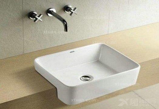 产品描述:陶瓷半嵌入式方形洗手盆,可以节约卫生空间,但所装台盆的台图片