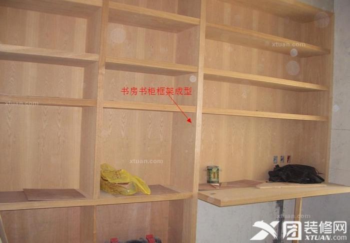 木工阶段:打造书房书柜的基础框架.