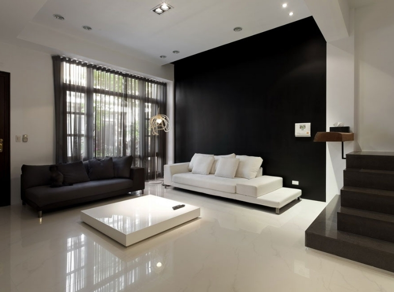 设计理念:欧式沙发以大气华丽著称,而欧式沙发背景墙当然也要霸气十足才能更好的衬托出沙发以及烘托客厅的氛围。这组案例中选取的都是典型的欧式沙发背景墙,墙纸、装饰画一个也不能少,在霸气中体现优雅,在平凡中展现创意,这样的沙发背景墙,你值得拥有。