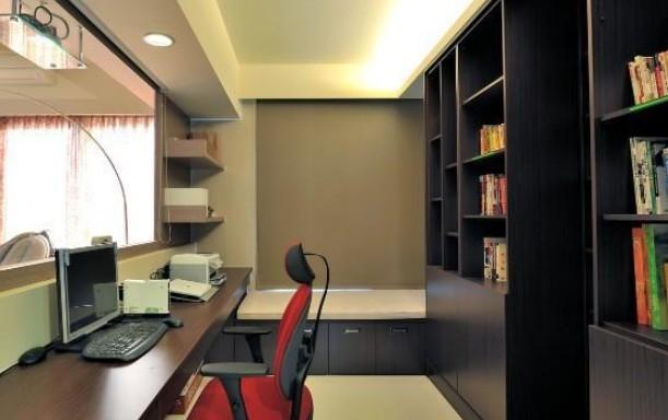 设计理念:在这个节奏快的今天,很多人们在购买房屋的上基本没有考虑要腾出空间来作为书房,而且在房价昂贵的今天,也是许多家庭在经济上不允许,所以为了尽量配合现代家庭的需求,时尚而又简约式的书房空间的出现给我们解决了这一道难题,不需要太大的空间与华丽的装饰,这样的书房空间不正是现代人们所要的