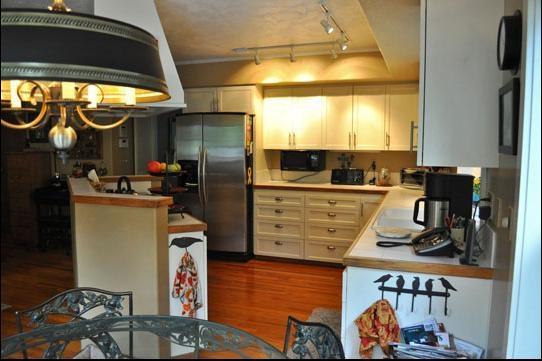 85平小户型敞开式厨房设计装修效果图