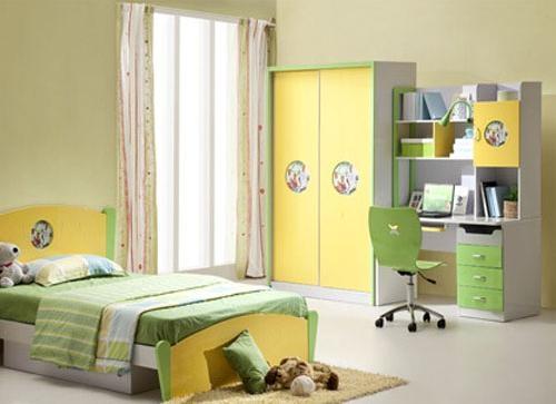 儿童房间在装修时色彩的选择上不宜选用太过鲜艳的颜色,容易导致小孩