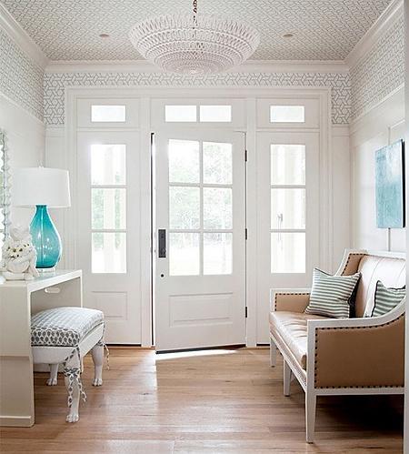 简欧风格的客厅玄关设计,白色的主色调加上简单的装饰,优雅纯美的色彩