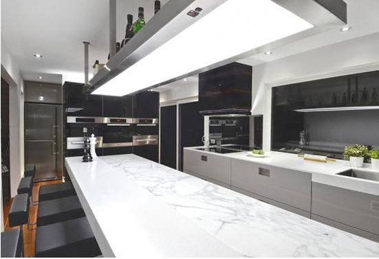 白色的厨房装修效果