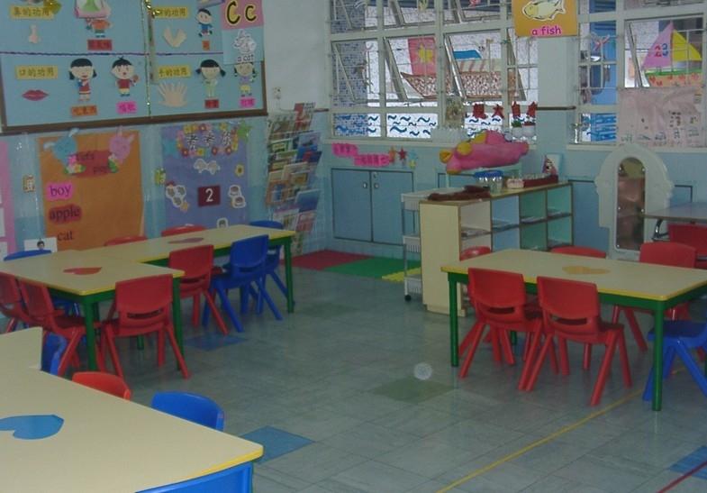 活泼的幼儿园教室布置装修效果图