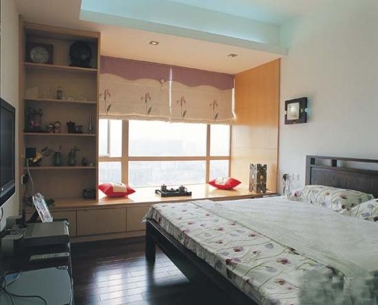 嫌自己家卧室太小,不妨效仿以上飘窗装修效果图吧,将空间利用最大化.