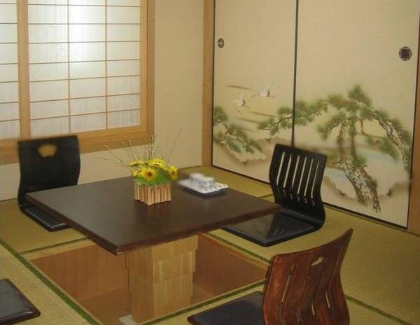 小客厅做榻榻米效果图