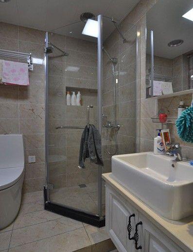 简洁明快的卫浴间