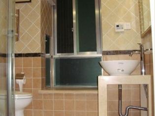 简约实用的卫生间