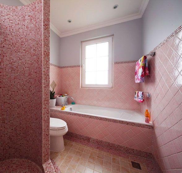 粉色砖打造的卫生间