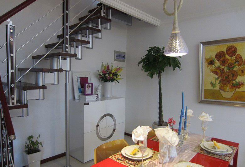 楼梯下的餐厅