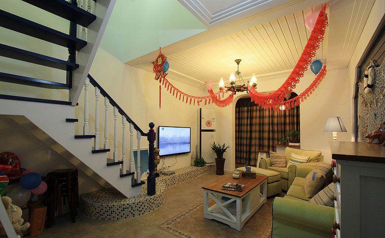 跃层地中海风格客厅电视背景墙_跃层地中海客厅2