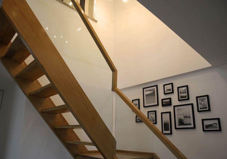 复式楼简约风格照片墙_简约复式楼梯