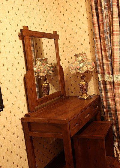 实木梳妆台