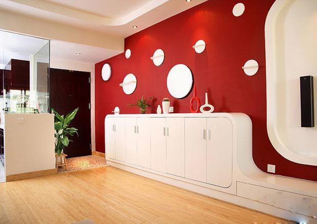 极具创意的玄关背景墙.红色的墙面和白色的斑点,十分的可爱.