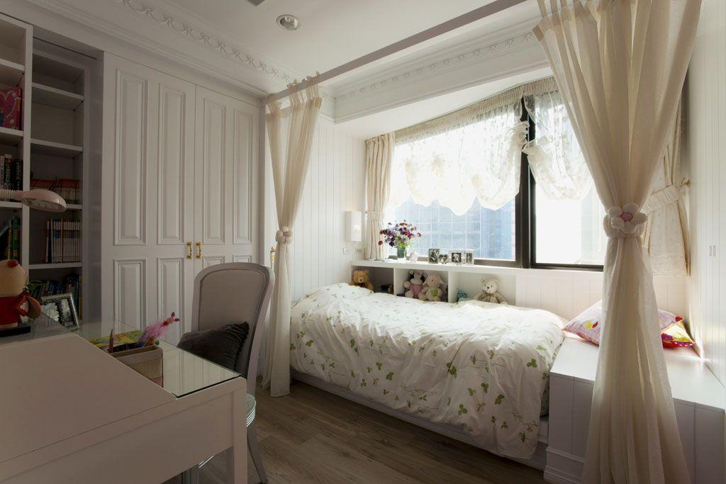 采用浪漫的公主床设计,柔美的粉色系视觉,加上善用畸零空间的收纳设计图片