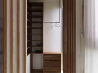 实木条玄关设计