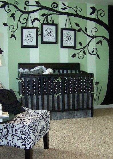 黑色稳重的婴儿床
