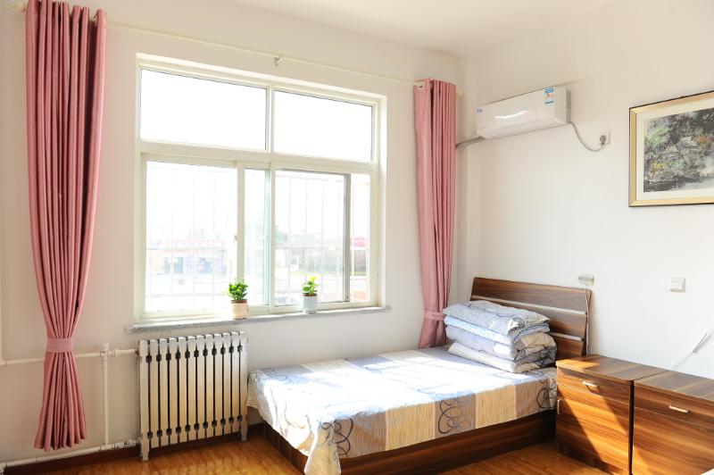 舒适的老年公寓卧室